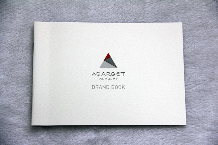 アガルートのブランド紹介資料表紙